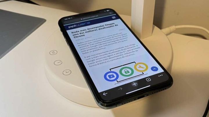 Ion: Candeeiro LED da Prozis que também carrega smartphones