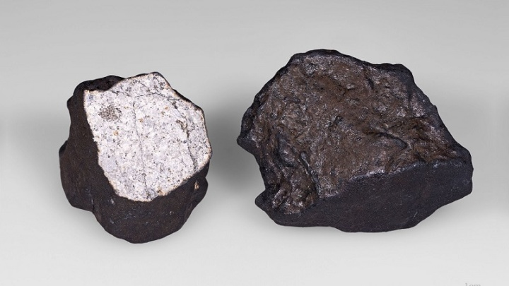 Man becomes millionaire after a meteorite hit his home