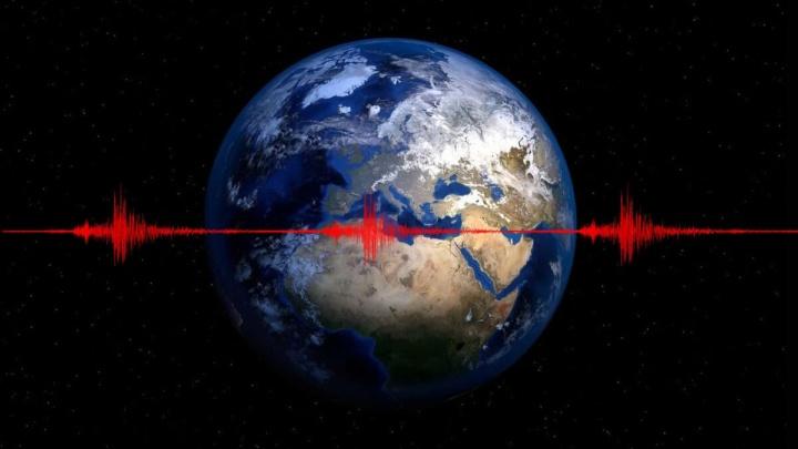 Ilustração da Terra a tremer a cada 26 segundos