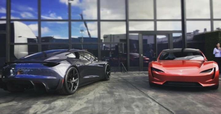Imagem tesla Roadster novas cores espacial