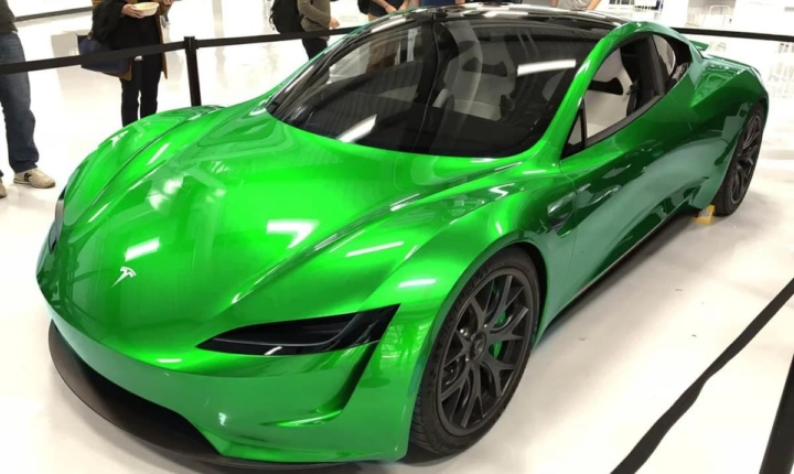 Imagem tesla Roadster com cor especial
