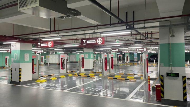 Imagem dos 72 pontos de recarga Tesla em Xangai, China
