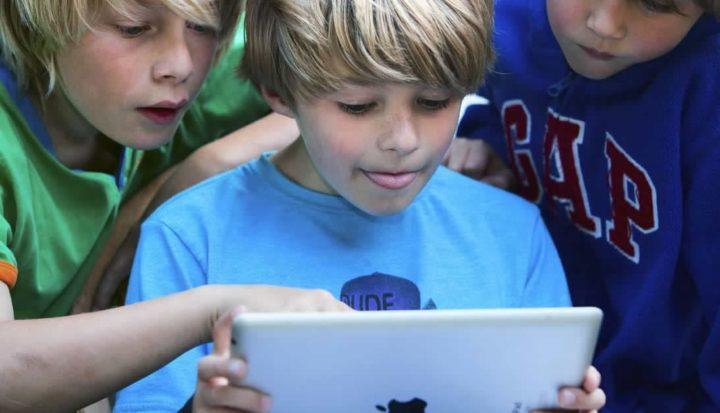 Imagem que ilustra o controlo parental necessário no iOS e iPadOS