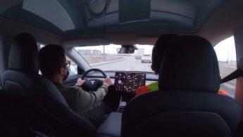 Imagem Tesla com Piloto AUtomático em exame de condução