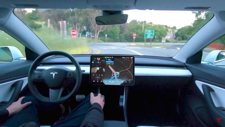 Imagem autopiloto da Tesla com realidade aumentada
