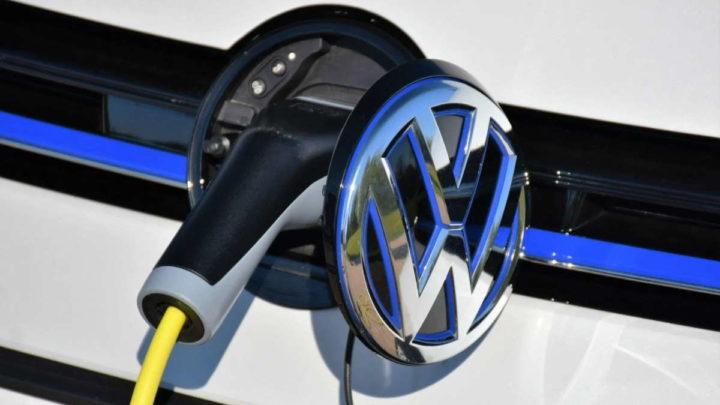 Volkswagen robôs carros elétricos carregardores