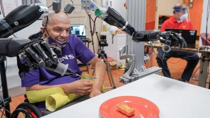 Braços robóticos controlados pela mente de Robert Chmielewski
