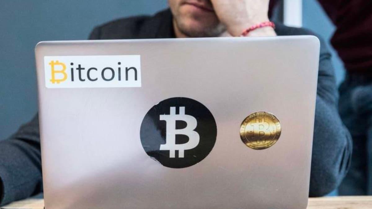 Imagem homem que esqueceu a palavra-passe da carteira bitcoin