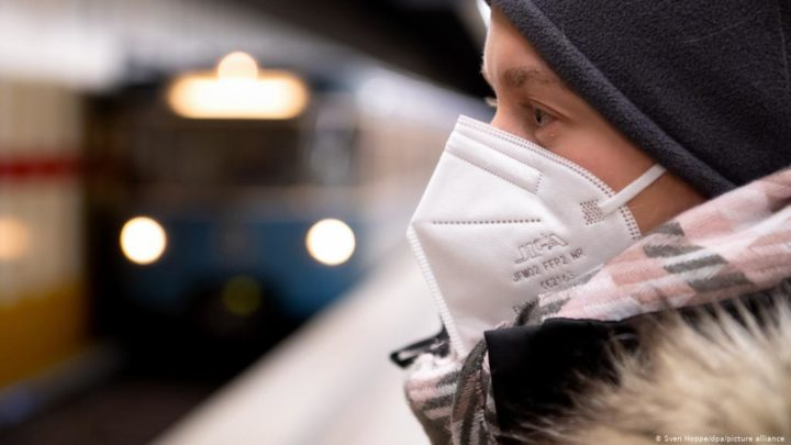 """COVID-19: Máscaras """"caseiras"""" proibidas em vários países europeus"""