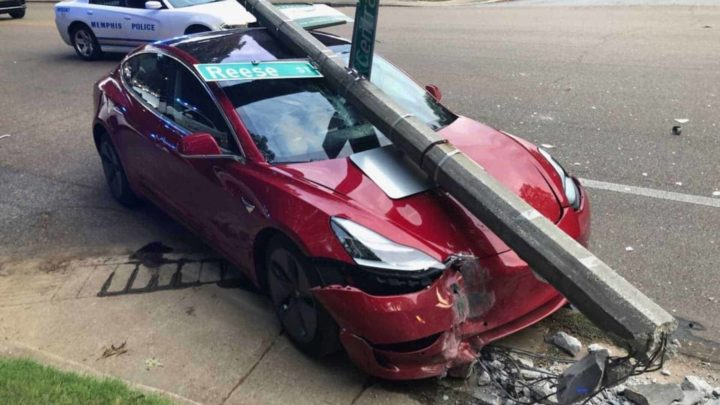 Tesla: Acidentes acontecem porque condutores trocam pedais