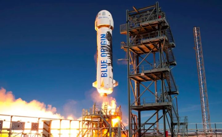 Imagem do foguetão New Shepard da Blue Origin, empresa de Jeff Bezos
