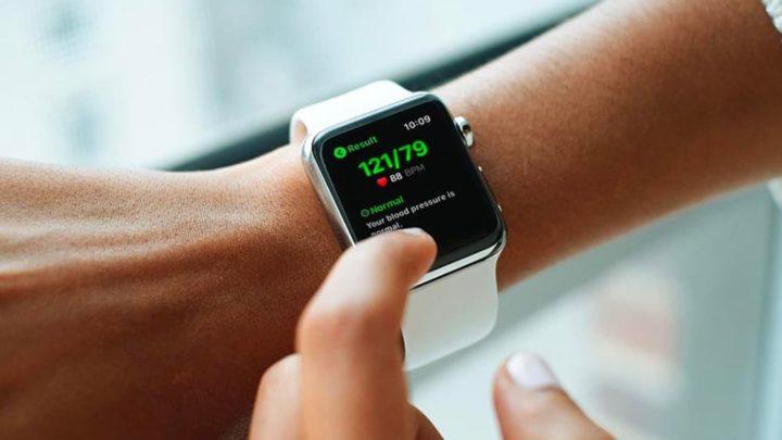 Imagem Apple Wtach a monitorizar a pressão arterial