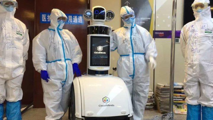 Robô em hospital de Wuhan.