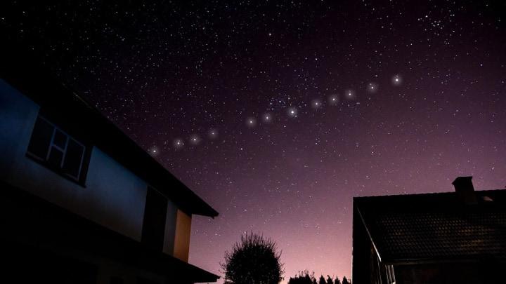 Sataélites Starlink visíveis a olho nu.