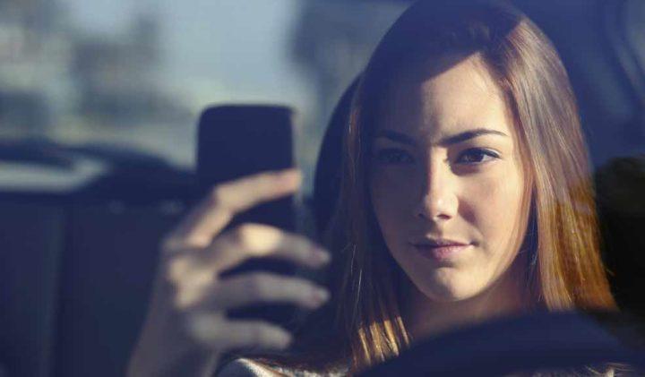 """Código da Estrada: Multas ao telemóvel vão """"doer"""" a partir de amanhã"""