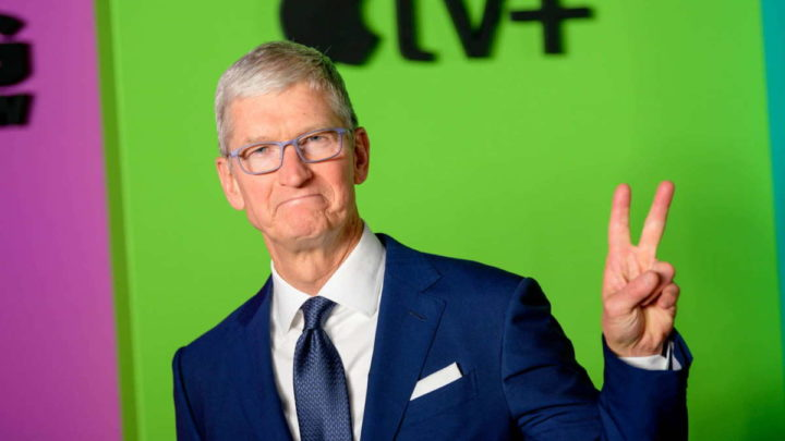 Tim Cook Apple ordenado CEO valores