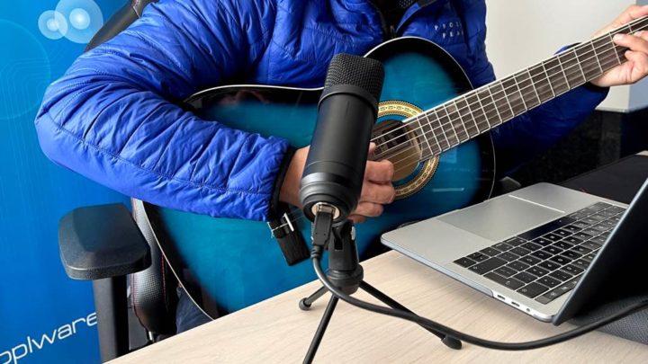 Pivot: O microfone USB cheio de estilo e com tripé incluído