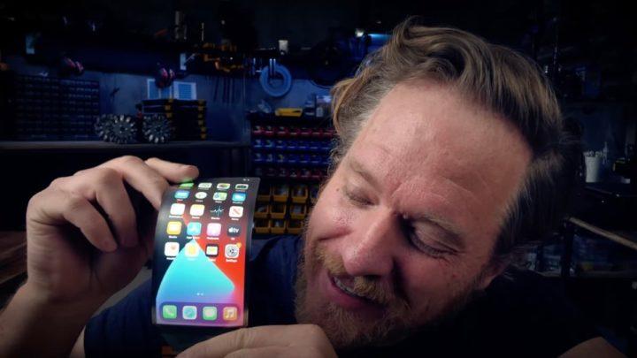 Imagem exemplo de ecrã dobrável no iPhone