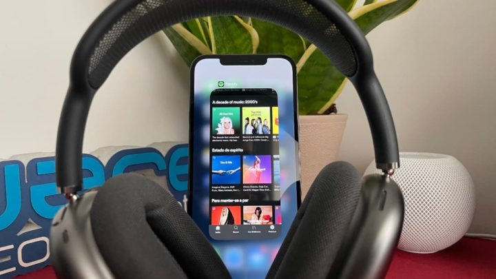 Imagem Apple AirPods Mac com iPhone 12 Pro Max com Spotify
