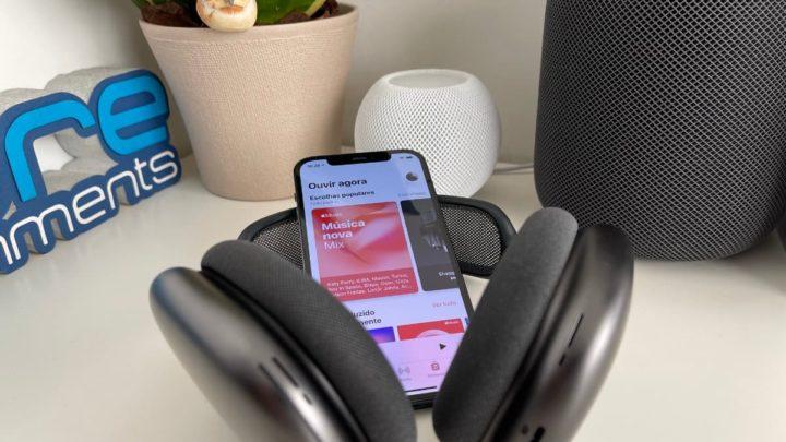 Imagem Apple Music com AirPods Max e iphone 12 Pro