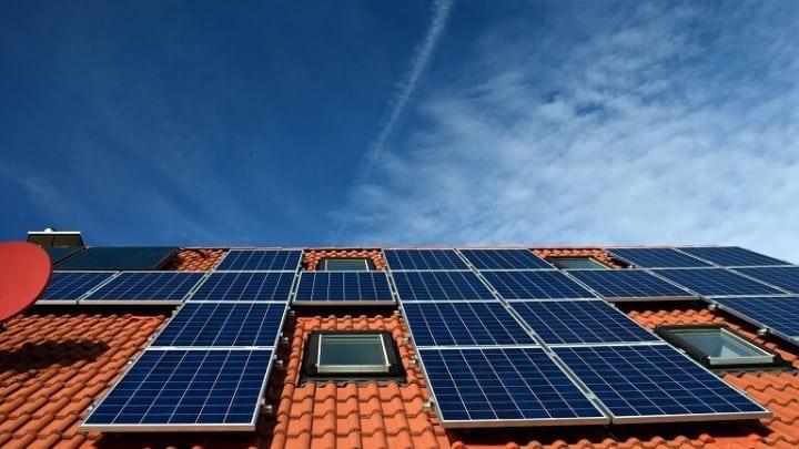 Painéis solares nos telhados das casas da Austrália