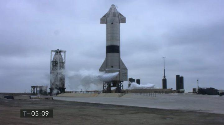 Já está! Foguetão da SpaceX consegue uma aterrar sem explodir