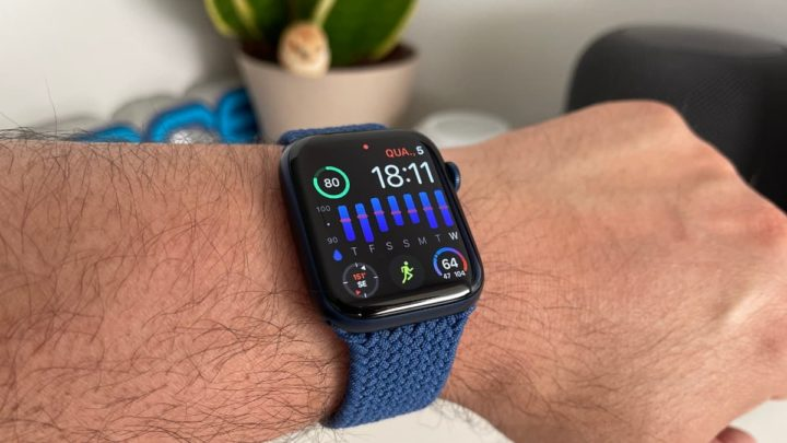 Imagem Apple Watch com a app Heart Analyzer a monitorizar a variabilidade da frequência cardíaca