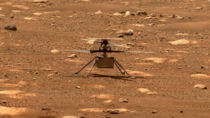 Imagem do helicópero Ingenuity no solo de Marte