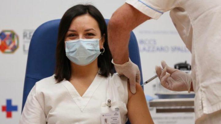 Ilustração vacina contra a COVID-19 em Itália
