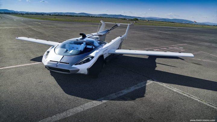 Air Car: Carro voador faz viagem-teste entre dois aeroportos (Vídeo)