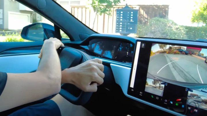 Imagem volante Tesla Model S Plaid