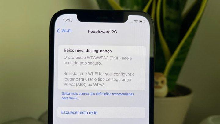 Ilustração iOS 15, nas ligações a hotspots, apresenta segurança WPA3 mais forte.