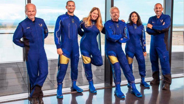Imagem de Richard Branson com os restantes tripulantes