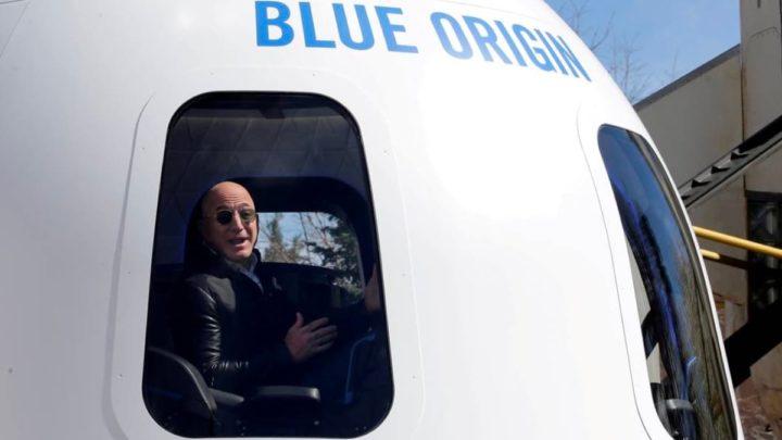 Imagem de Jeff bezos dentro da Blue Origin para ir ao Espaço