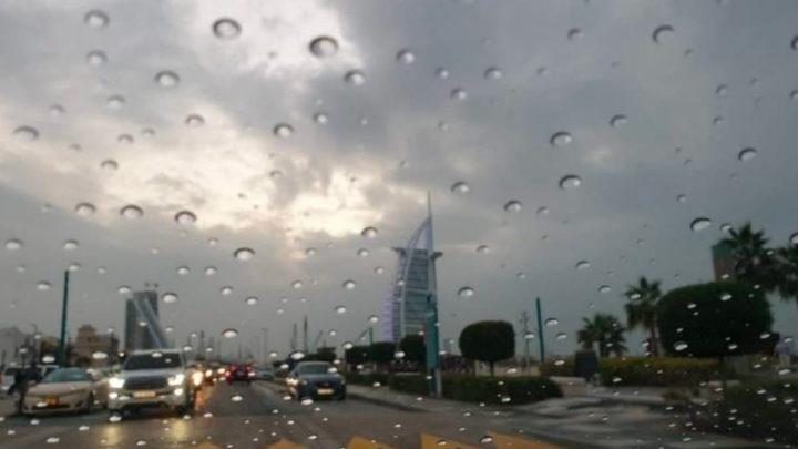 Imagem de chuva no Dubai