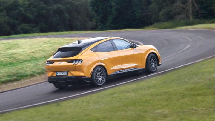 Ford gasolina perfume carros elétricos
