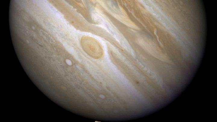 Sinais de vapor de água na atmosfera de Ganimedes (lua de Jupiter)