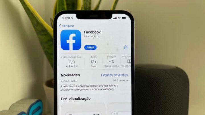 Imagem App Store com a app Facebook no iOS