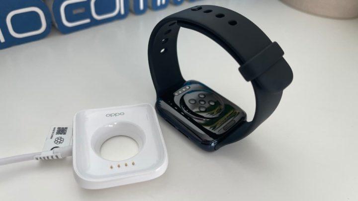 Imagem Oppo Watch e o seu carregador