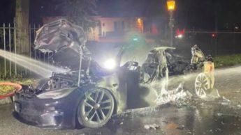 Imagem Tesl Model S Plaid destruído pelo incêndio