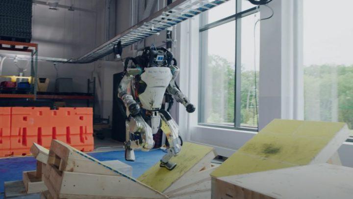 Robôs Atlas da Boston Dynamics dominam o Parkour e é perturbador [vídeo]