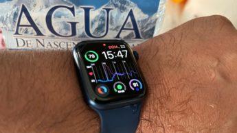 Imagem Apple Watch com sensor de hidratação. beba água