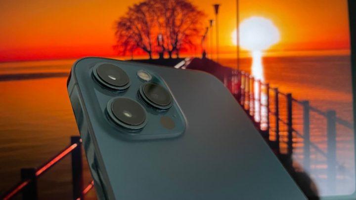 Imagem câmaras de fotografia iPhone 12 Pro Max com iOS 15