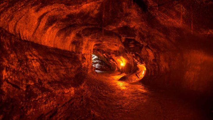 Ilustração de túneis de lava em Marte
