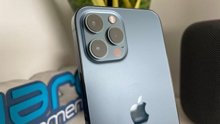 Ilustração câmara iPhone sujeita a vibrações