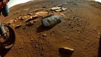Imagem do solo e das rochas de marte e do rover Pwerseverance da NASA