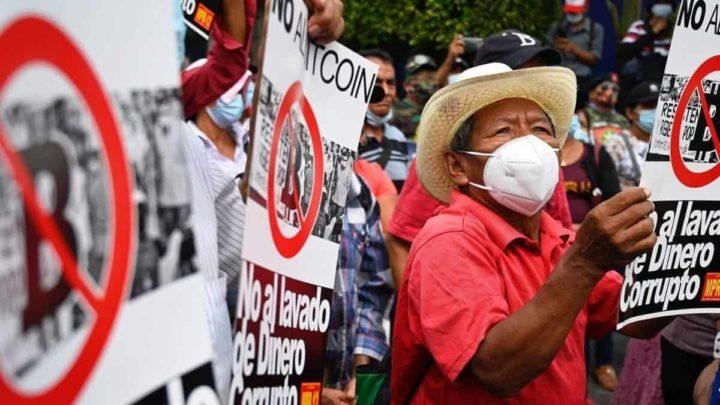 Cidadãos de El Salvador a protestar a legalização da bitcoin