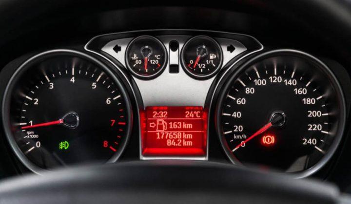 Carros importados com quilómetros adulterados renderam 2,2 milhões