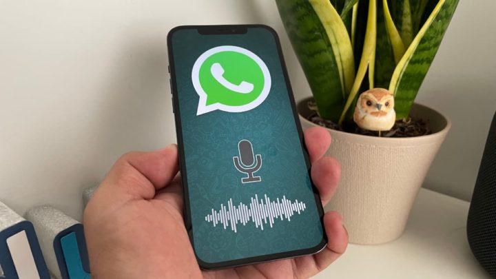 Ilustração WhatsApp com transcrição de voz para texto no iOS