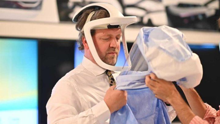 Francisco Serdoura com o capacete médico